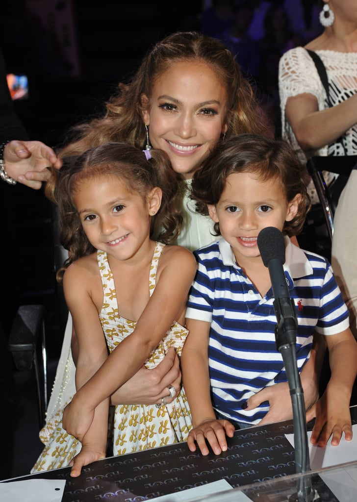 Jennifer Lopez posed for a photo with twins Max and Emme.