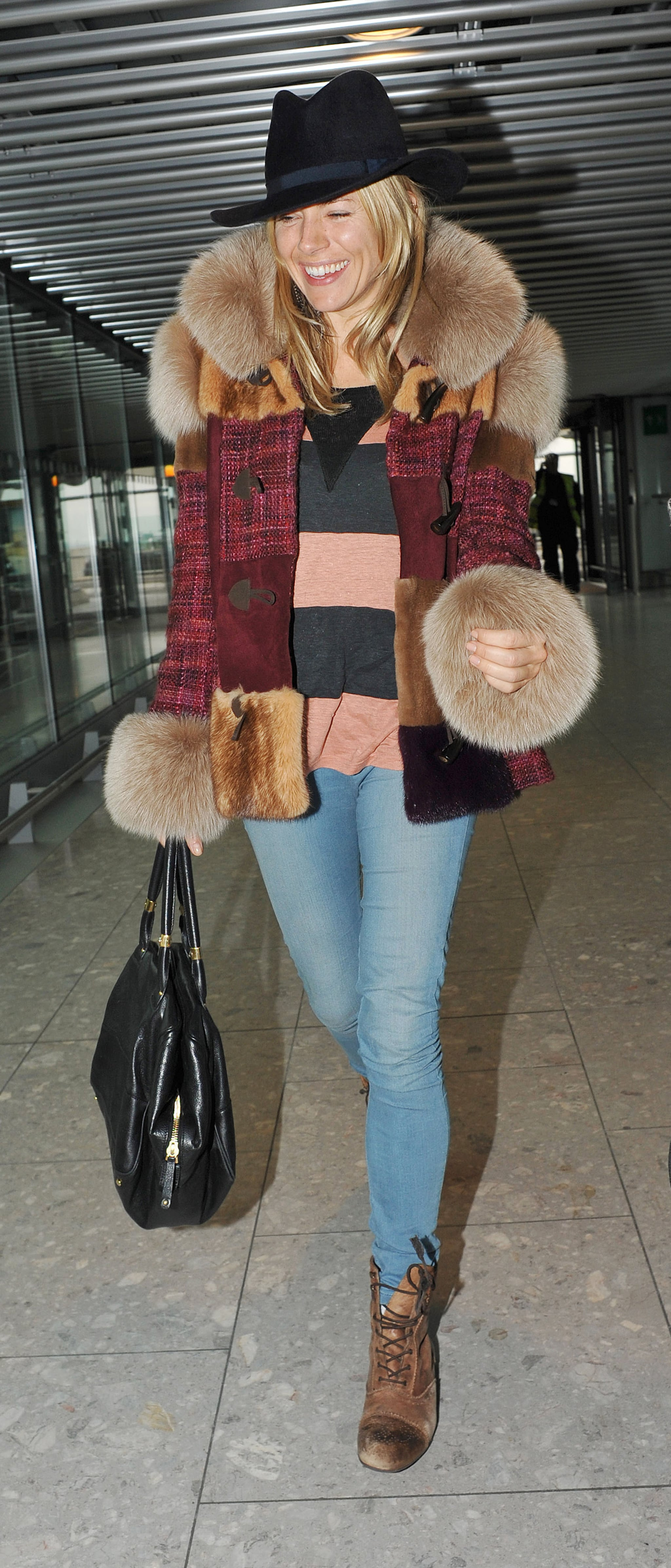 Airport Kia London >> Pictures of Sienna Miller Smiling At Heathrow Airport ...
