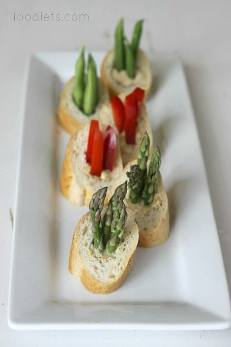 """Veggies and Dip in Bread """"Bowls"""""""