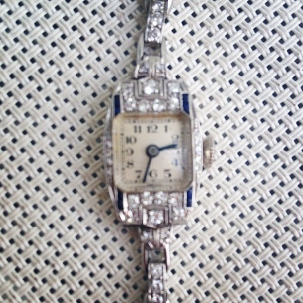 Kerry Washington was on trend and on time in this gorgeous vintage watch. Source: Instagram user kerrywashington