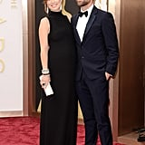 Soon-to-be parents Olivia Wilde and Jason Sudeikis glowed on the Oscars red carpet.