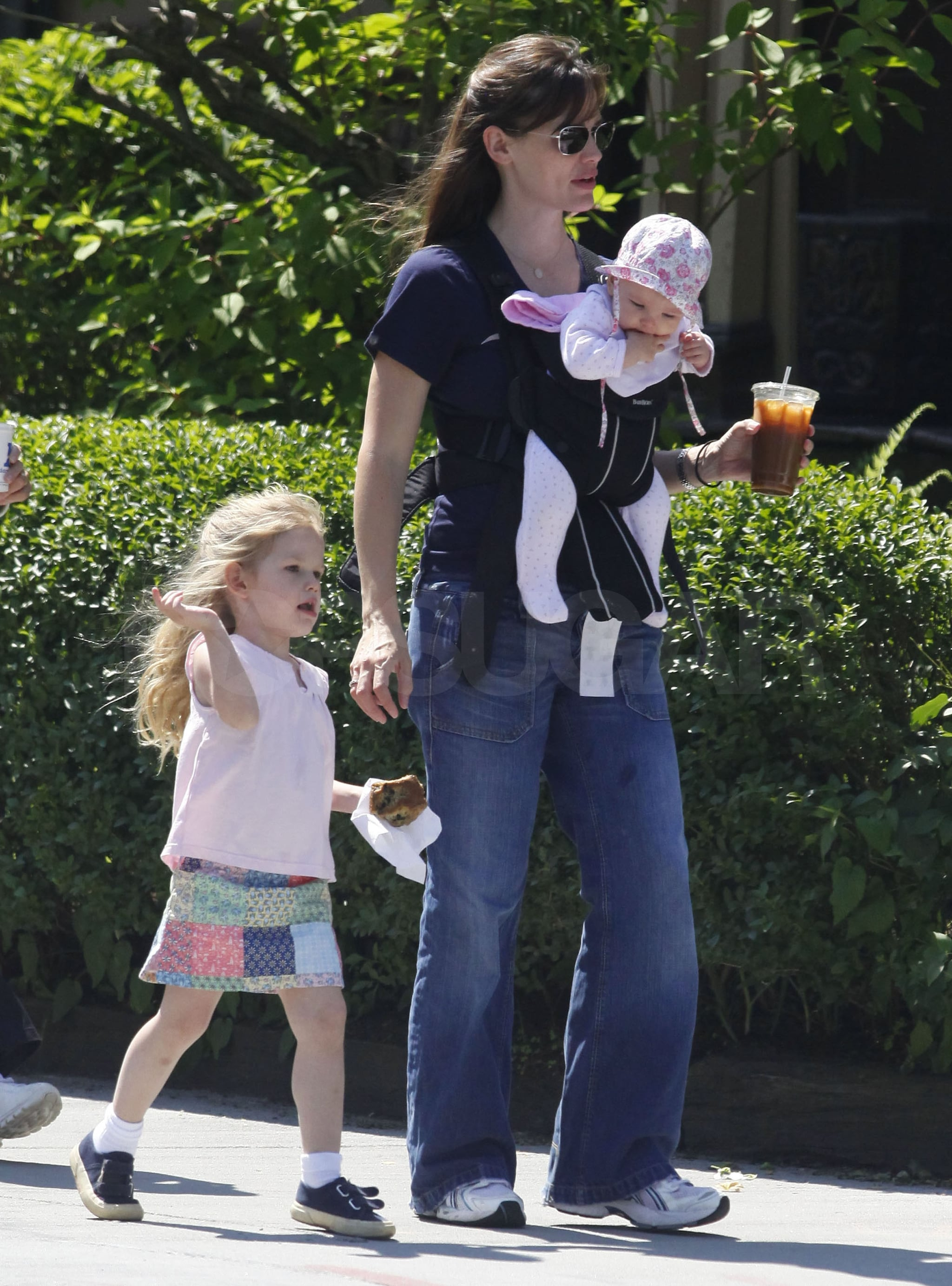 Photos of Jennifer Garner and Ben Affleck With Daughters ...