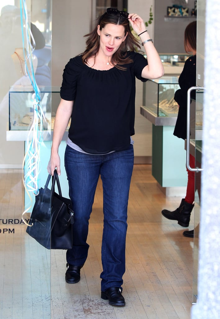 Jennifer Garner carried a black Givenchy bag.