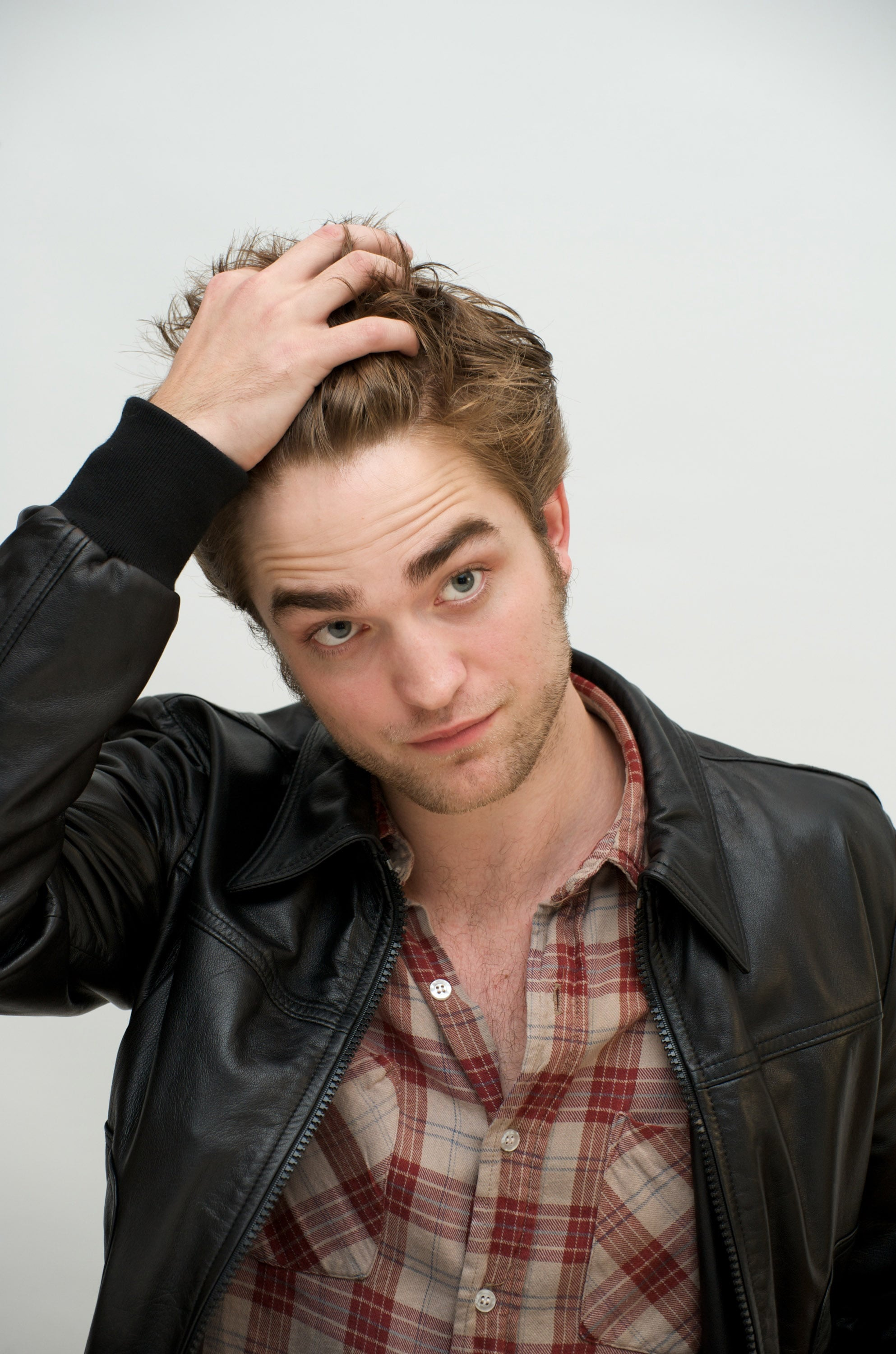 Rob took a moment to play with his hair during a November 2009 photocall for New Moon.