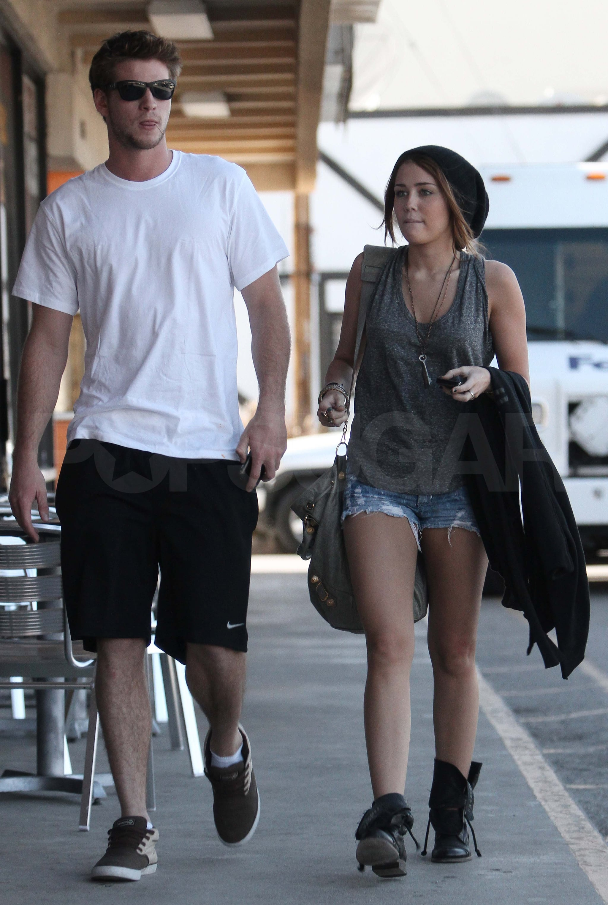 photos of the last songs miley cyrus and liam hemsworth