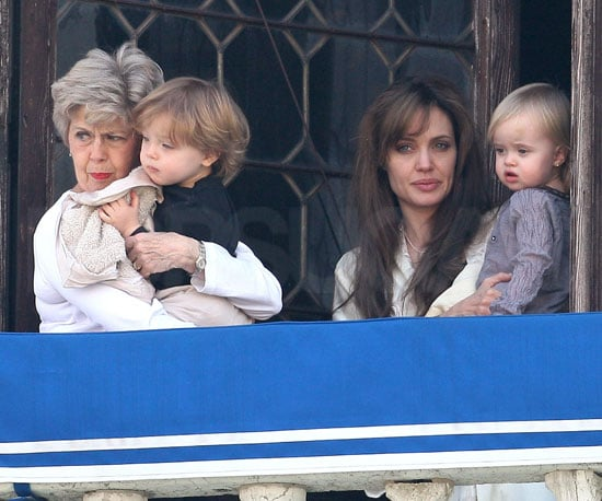 Slide Picture of Angelina Jolie and Jane Pitt With Knox and Vivienne