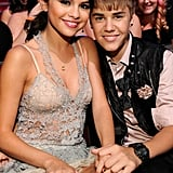 Justin Bieber and Selena Gomez PDA Pictures at Teen Choice