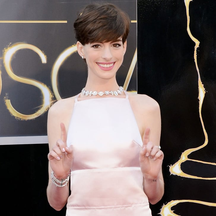 Anne Hathaway Engaged Celebrity Save The Dateanne: Anne Hathaway In Prada Pictures At 2013 Oscars