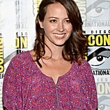 On the Person of Interest press line, Amy Acker paired a barely there makeup look with low-maintenance waves.