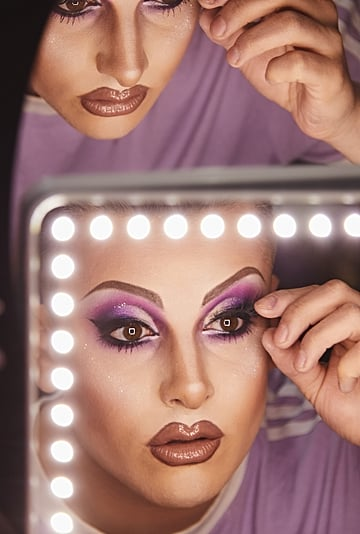 How Does a Drag Queen Get Ready?