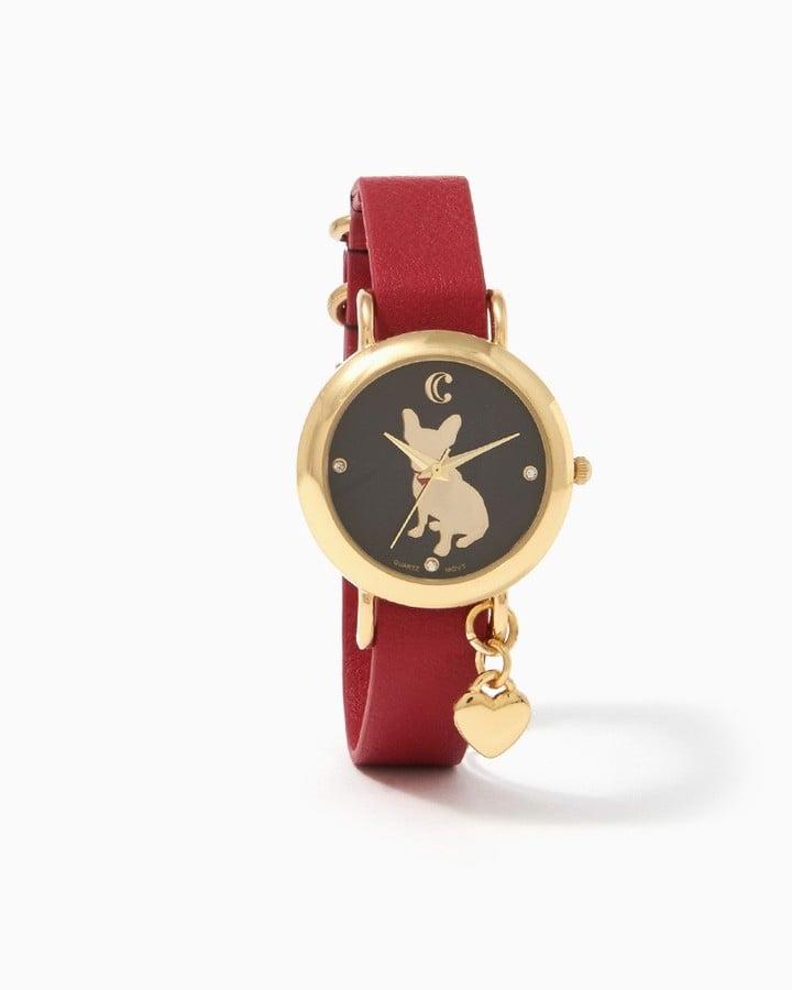 ساعة يد يتوسّطها طبعة البولدوغ الفرنسيّ (بسعر 15$ دولار أمريكي؛ 56 درهم إماراتيّ/ريال سعوديّ)