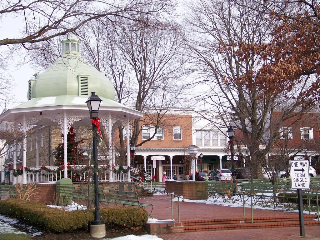 11 Real-Life Towns That Are Pretty Much Stars Hollow Come to Life