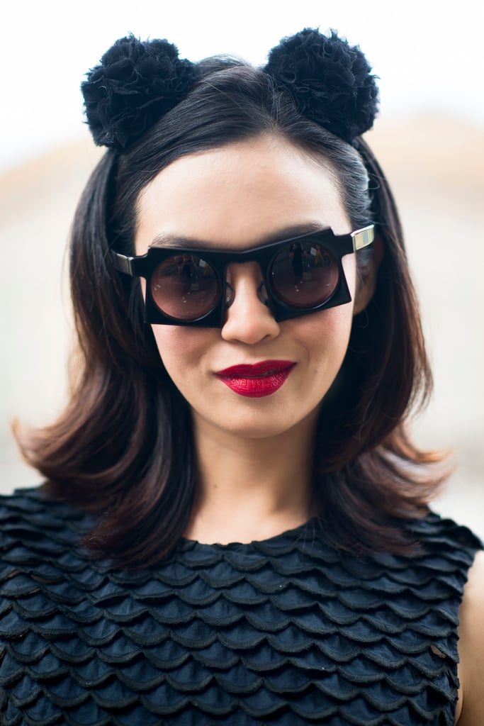 Between the red lips and this quirky headband, this woman nails her entire look. Source: Le 21ème | Adam Katz Sinding