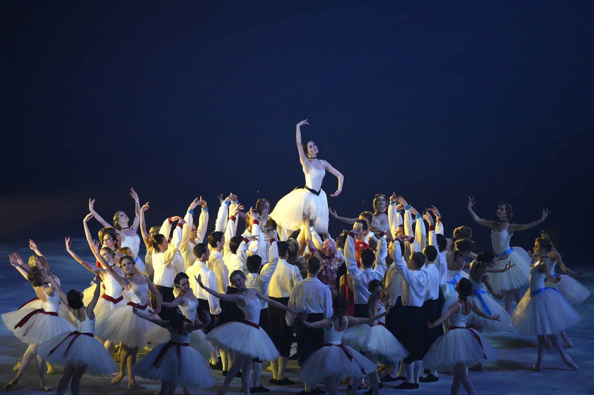 The closing ceremony highlighted Russian dance with a ballet performance.