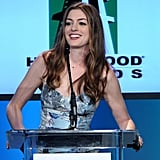 Anne Hathway smiled at the audience.