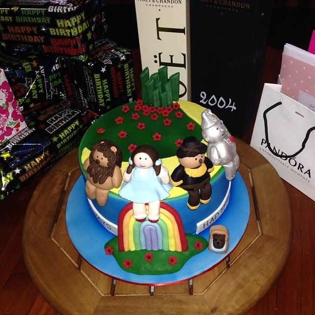 Dorothy And Friends Wizard Of Oz Birthday Cakes Popsugar Moms