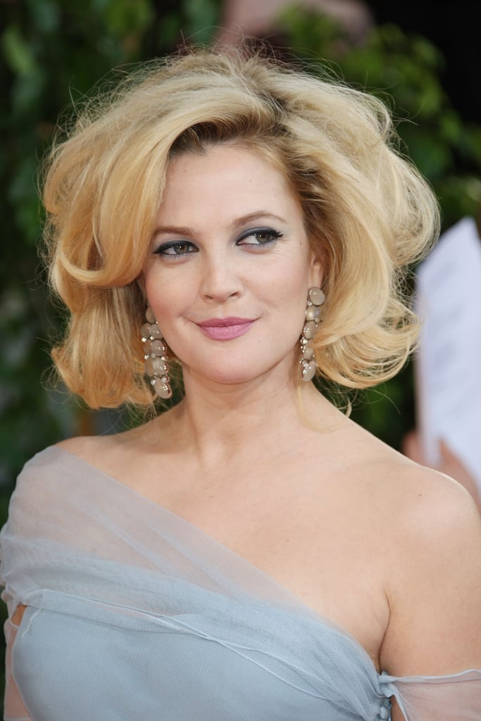 At the Golden Globe Awards in 2009, Drew went for it in the volume department. Sporting big, voluminous waves with a cropped hairstyle, she was every bit glamorous and gorgeous.
