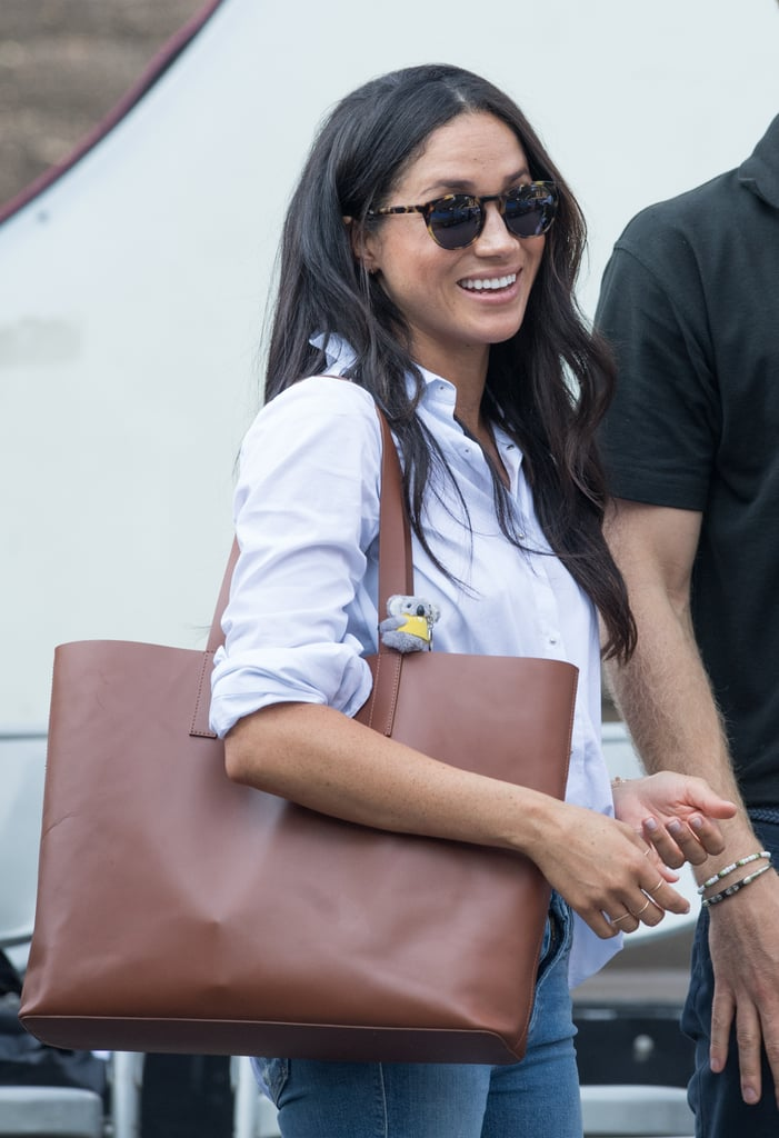 ‎Meghan Markle Carrying an Everlane Day Market Tote Bag in Cognac