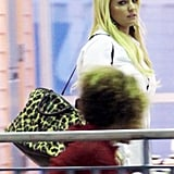 Jessica Simpson traveled with a large leopard bag.