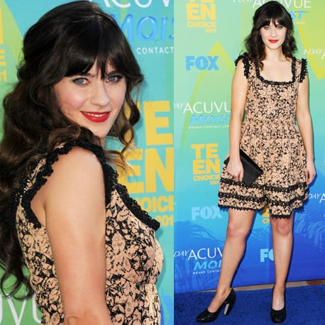 Pictures Zooey Deschanel at in floral frock at the 2011 Teen Choice Awards