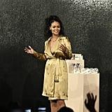 ريانا تطل بمعطف ترانكشوت في أمسية فنتي بيوتي بدبي 2018