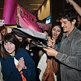 Orlando Bloom signed autographs for fans in Turkey.