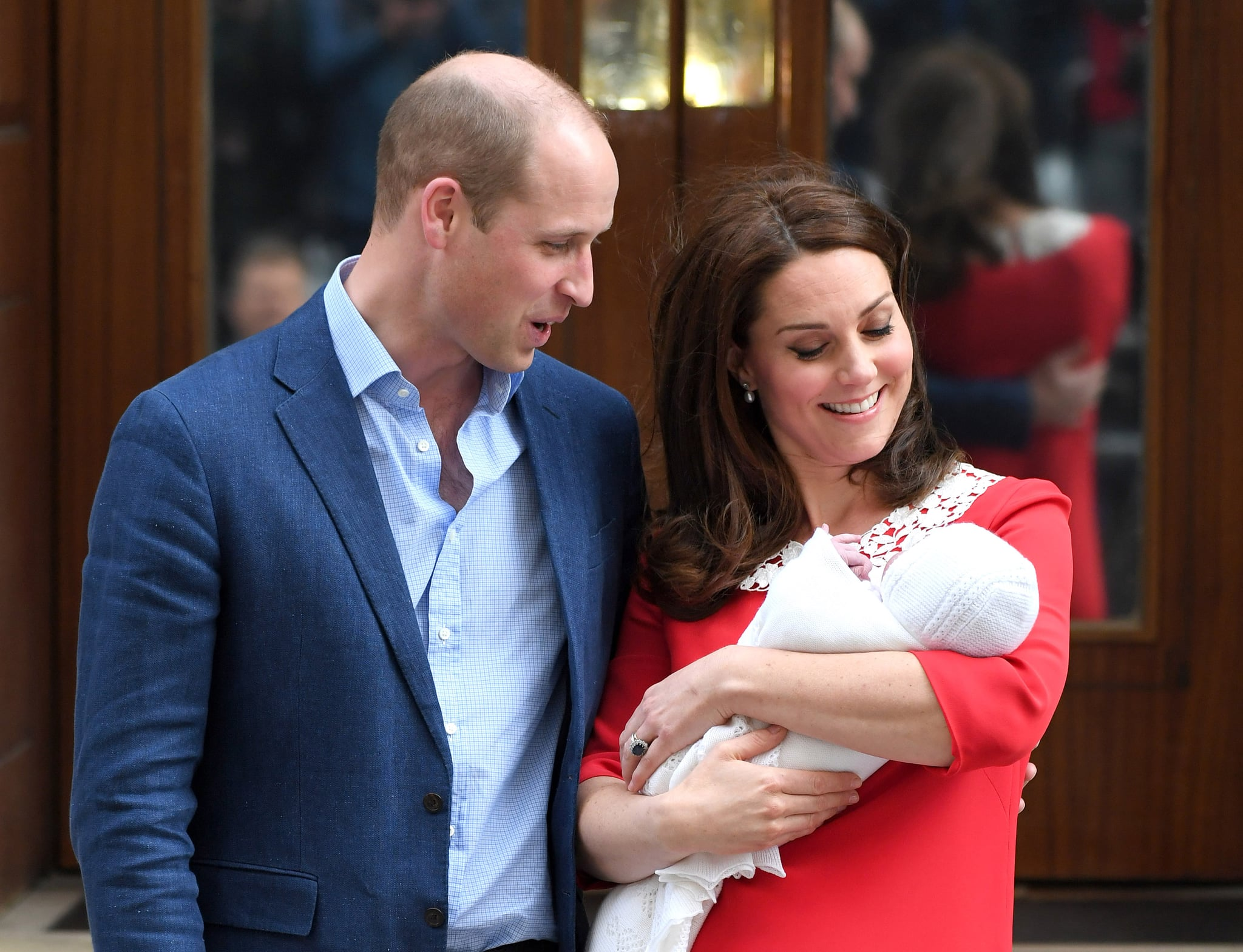 LONDON, ENGLAND - APRIL 23:  Catherine, Duchess of Cambridge and Prince William, Duke of Cambridge depart the Lindo Wing with their newborn son Prince Louis of Cambridge at St Mary's Hospital on April 23, 2018 in London, England. The Duchess safely delivered a boy at 11:01 am, weighing 8lbs 7oz, who will be fifth in line to the throne.  (Photo by Karwai Tang/WireImage)