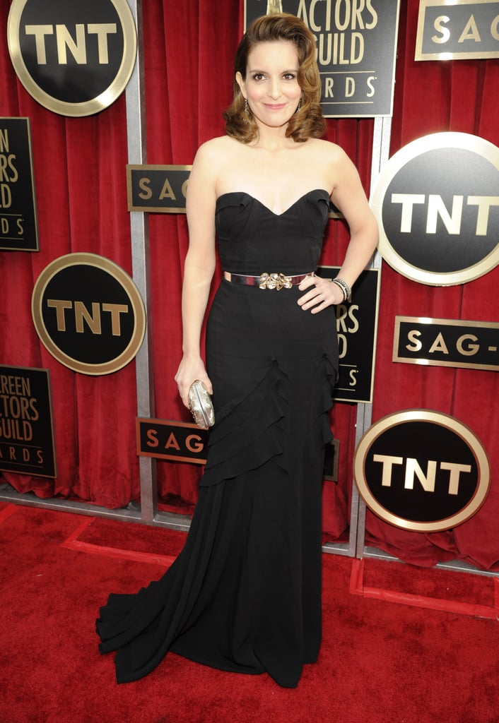 Tina Fey evoked Old Hollywood glamour in a ruffled Oscar de la Renta gown.