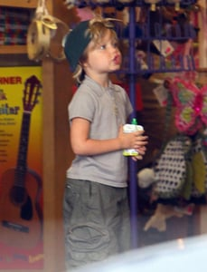 Pictures of Angelina Jolie, Shiloh Jolie-Pitt, Zahara Jolie-Pitt, Pax Jolie-Pitt