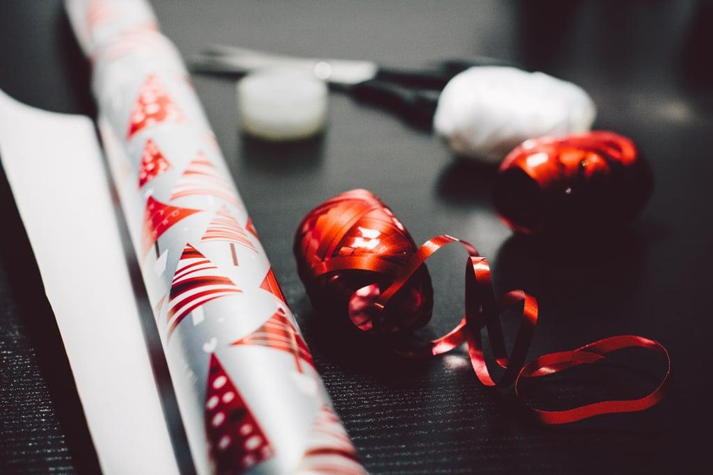لا تقوموا بتغليف الهدايا إن كنتم ستسافرون جوّاً