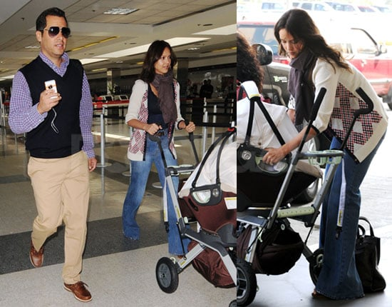 Photos of Jessica Alba and Cash Warren at LAX 2008-08-28 02:02:00