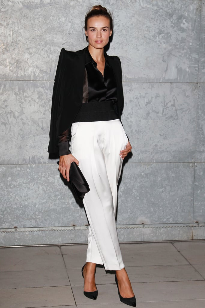 One of our favorite style setters from the Venice Film Festival, Kasia Smutniak, turned up the cool factor in black and white at the Giorgio Armani show.