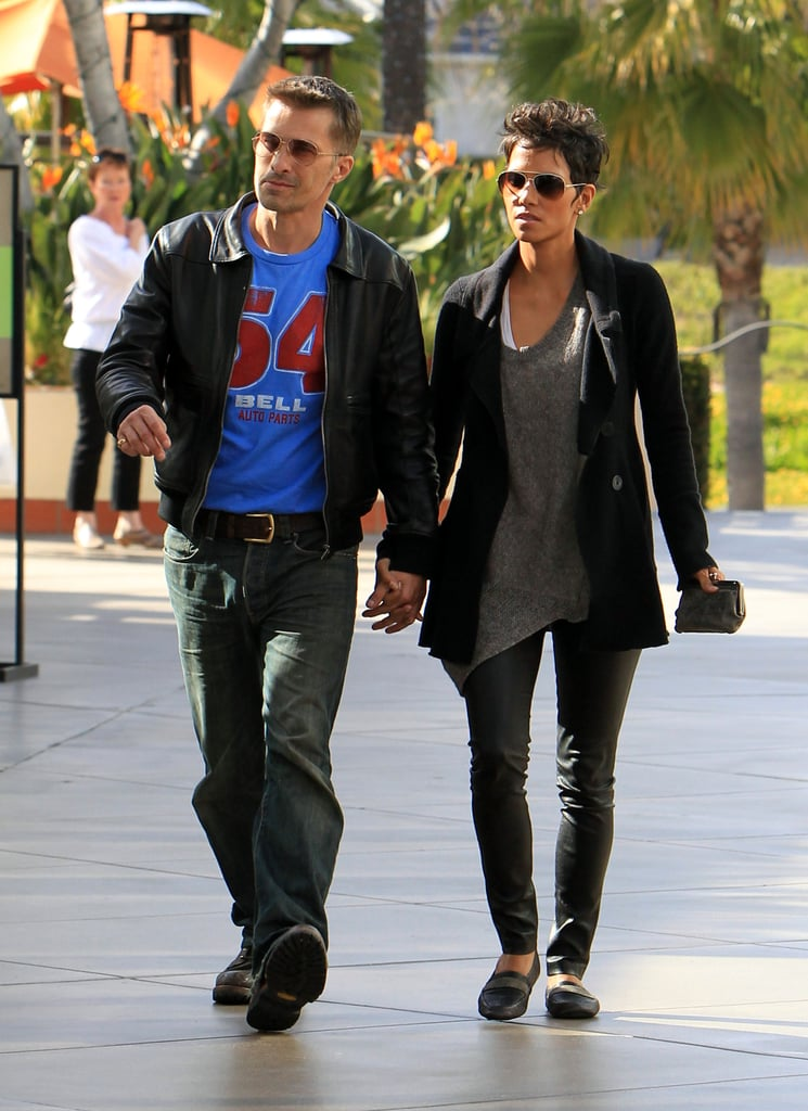 OK, besides the fact that she killed it in a pair of sexy leather leggings to run errands (no less), she's also married to the handsome Olivier Martinez. Not too shabby, Halle.