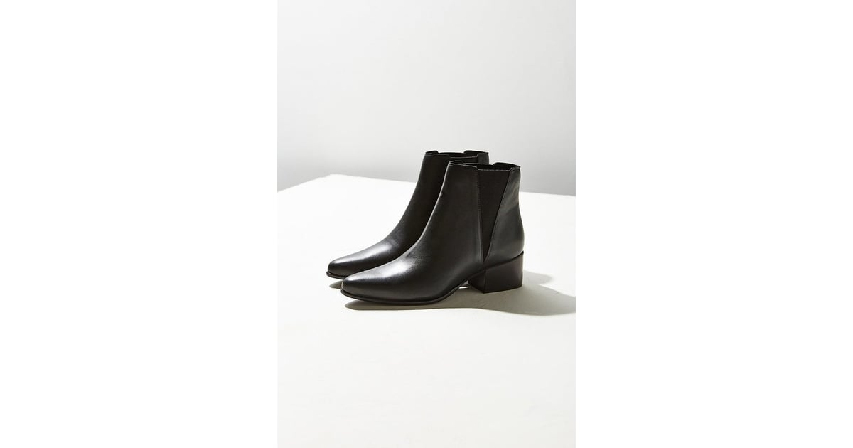 96742ceb36b7 Urban Outfitters Pola Leather Chelsea Boot