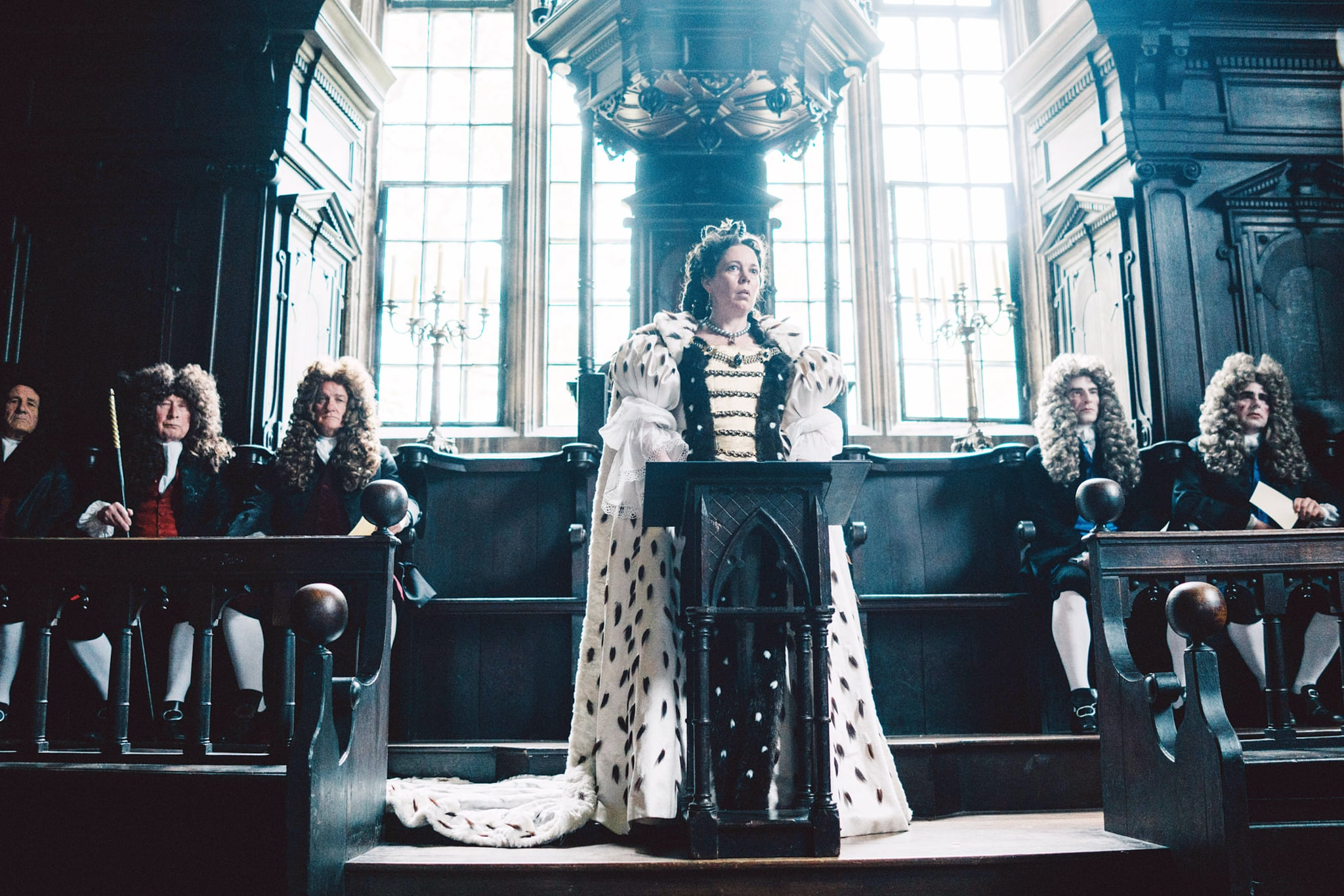 THE FAVOURITE, centre: Olivia Colman, 2018. photo: Atsushi Nishijima / TM & copyright  Fox Seachlight Pictures. All rights reserved. /Courtesy Everett Collection