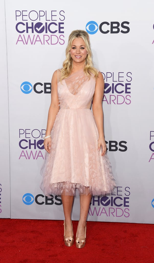 People's Choice Awards host Kaley Cuoco wore pink.