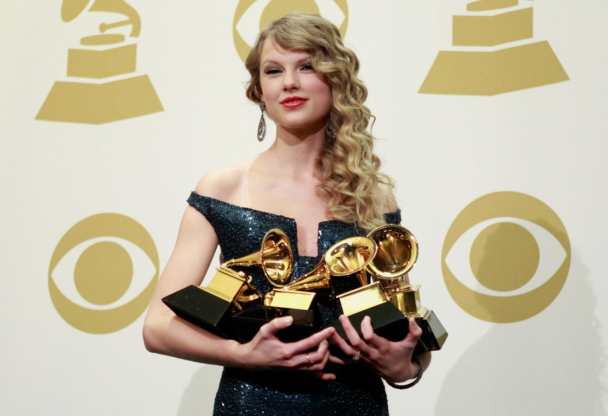 LOS ANGELES, CA - JANUARY 31:  Musician Taylor Swift poses in the press room at the 52nd Annual GRAMMY Awards held at Staples Center on January 31, 2010 in Los Angeles, California.  (Photo by Michael Tran/FilmMagic)