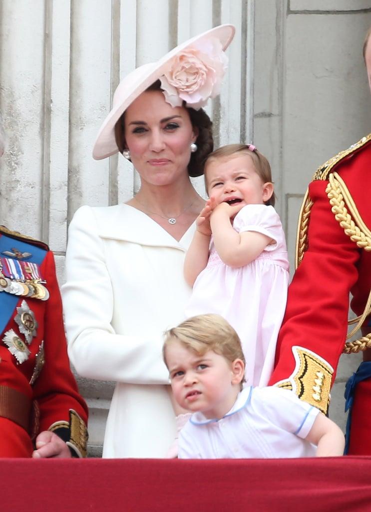 لقد طابقت قبعتها لون فستان ابنتها تشارلوت.
