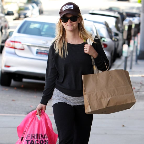 Reese Witherspoon Grabbing Take-Out in LA | Pictures