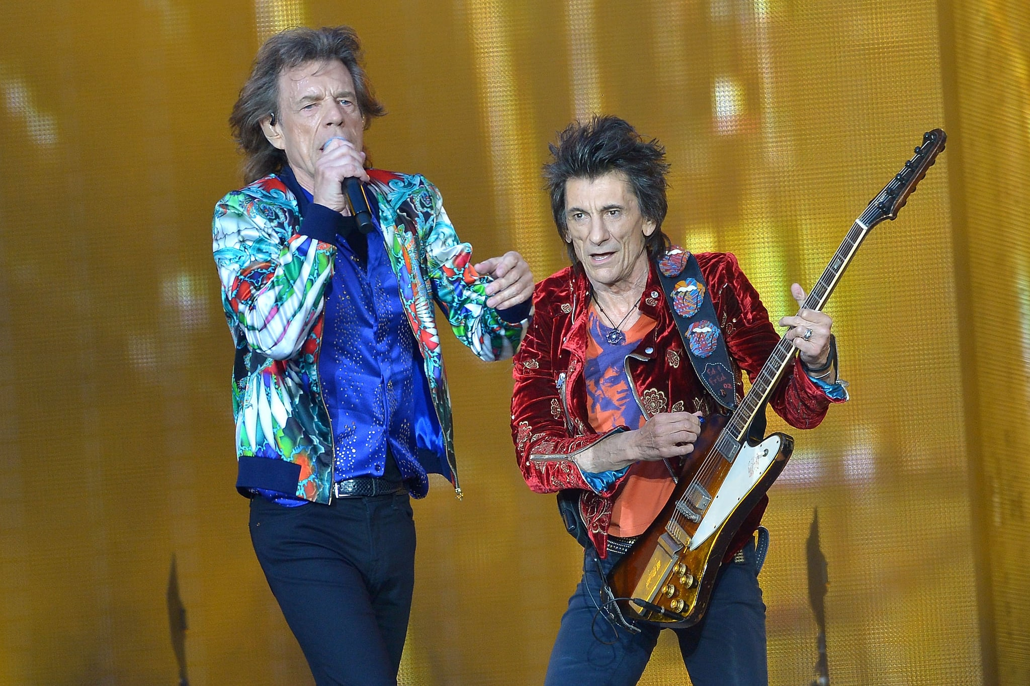 LONDON, ENGLAND - JUNE 19:  Sir Mick Jagger and Ronnie Wood of The Rolling Stones perform live on stage at Twickenham Stadium during the 'No Filter' tour, on June 19, 2018 in London, England.  (Photo by Jim Dyson/Getty Images)