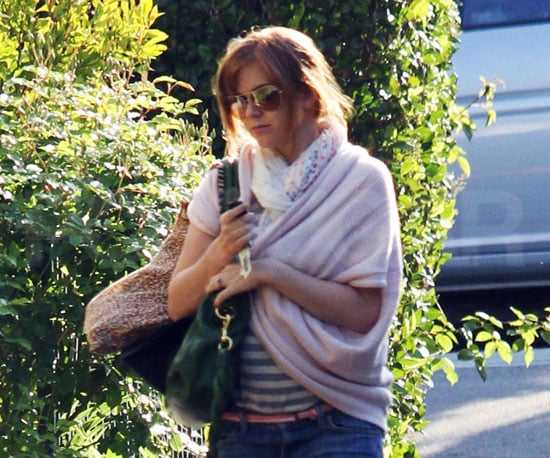 Slide Photo of Pregnant Isla Fisher Baby Bump