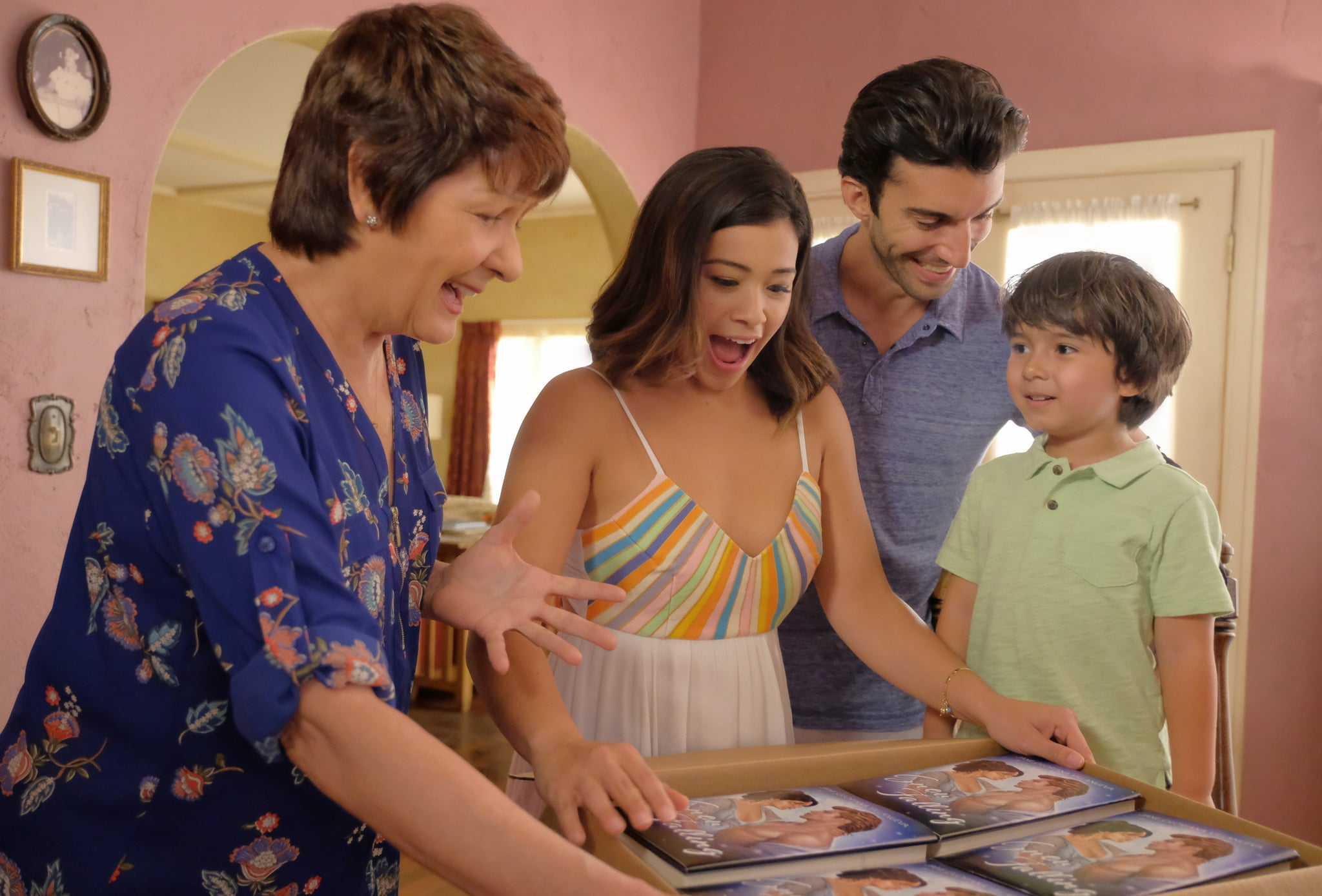 JANE THE VIRGIN, from left: Ivonne Coll, Gina Rodriguez, Justin Baldoni, Elias Jannsen, 'Chapter Seventy', (Season 4, ep. 406, aired Nov. 17, 2017). photo: Adam Rose / The CW / courtesy Everett Collection
