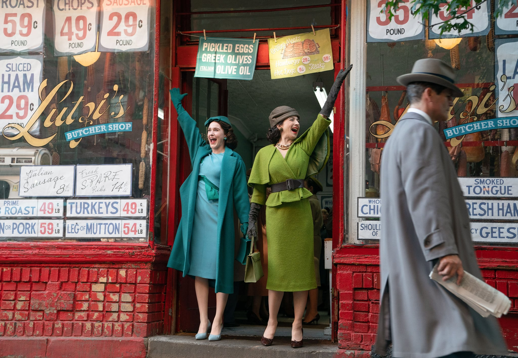 THE MARVELOUS MRS. MAISEL, from left: Rachel Brosnahan, Marin Hinkle, 'Look, She Made a Hat', (Season 2, ep. 207, aired Dec. 5, 2018). photo: Nicole Rivelli / Amazon / Courtesy: Everett Collection