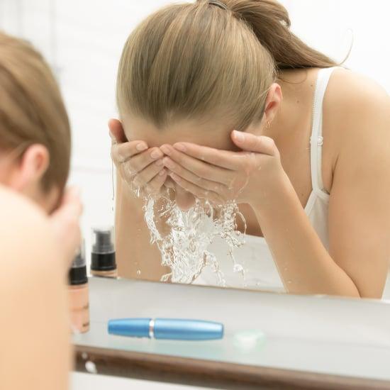 عدد المرات التي يجب عليكِ غسل وجه فيها رغم الحجر المنزلي2020