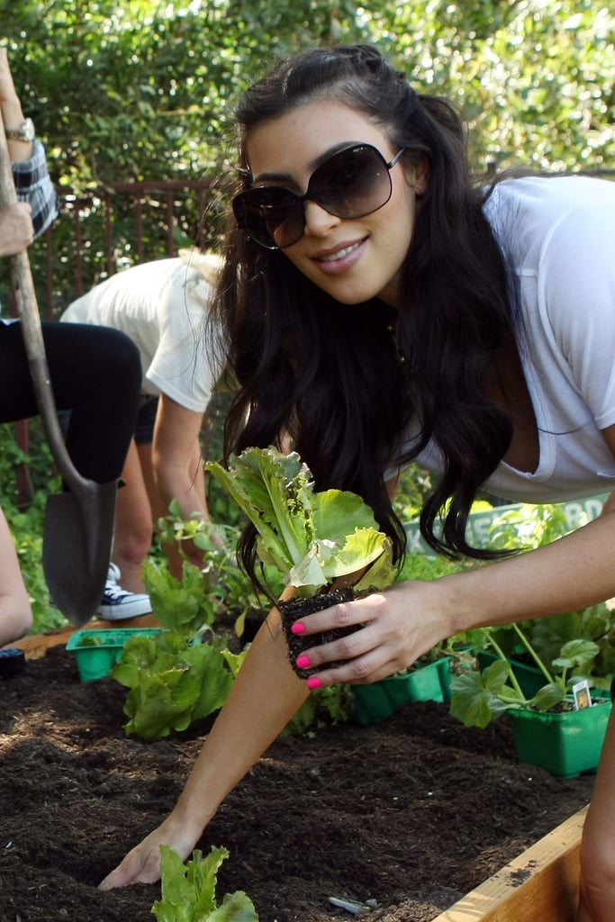 She planted a garden with her family in LA in August 2009.
