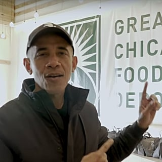 Barack Obama Visits Chicago Food Bank For Thanksgiving