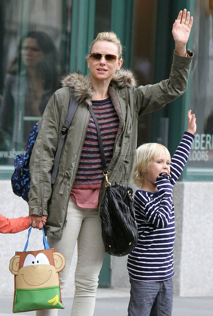 Naomi Watts looked for a taxi with Kai Schreiber and Sasha Schreiber.