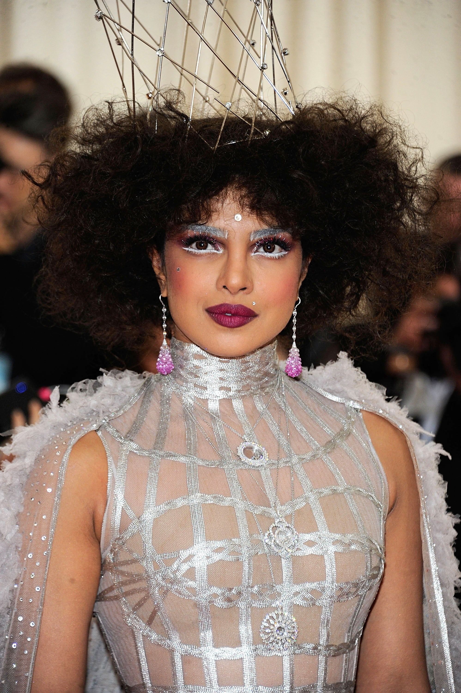 Priyanka Chopra Hair And Makeup At Met Gala 2019 Popsugar Beauty