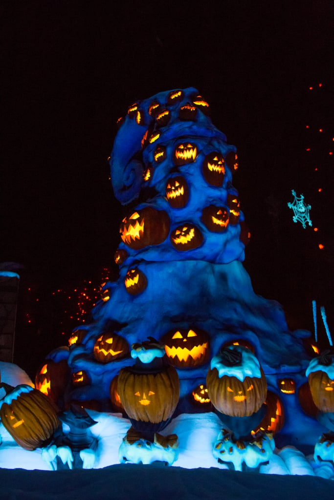 the giant snowy mountain of jack o lanterns makes the graveyard even cooler - Nightmare Before Christmas Jack O Lantern