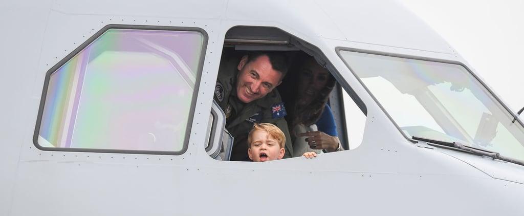 الأمير جورج يدّعي أنه يقود طائرة خلال العرض
